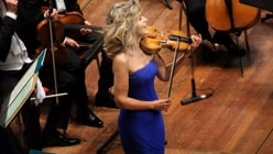 Anne-Sophie Mutter Plays...
