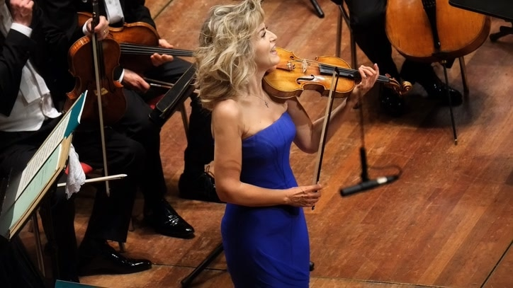 Watch Anne-Sophie Mutter Plays... Online