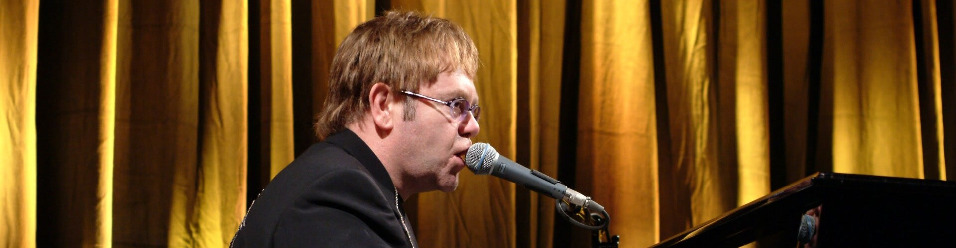 Watch Discovering: Elton John Online