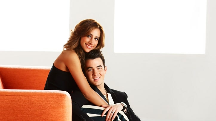 Watch Married to Jonas Online