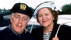Keeping Up Appearances Xmas 93:S...