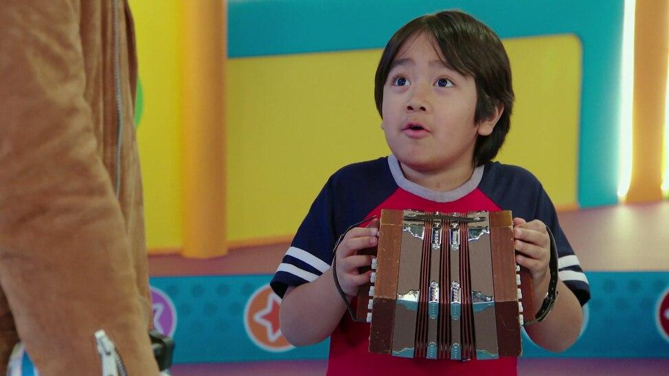 Episode 55 - Ryan's Artsy Playdate / Ryan's Fiddli...