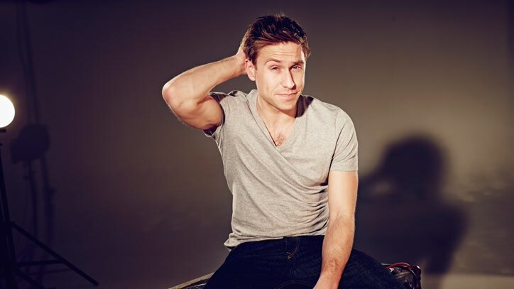 Watch Russell Howard's Stand Up... Online