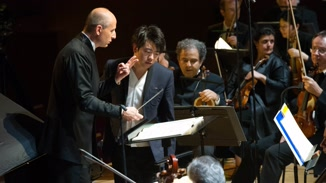 Paavo Jarvi Conducts Orchestre... image
