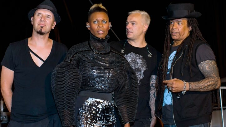 Watch An Acoustic Skunk Anansie: Live.. Online