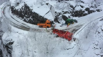 Ice Road Rescue: Highway...